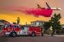 Des produits ralentissant le feu sont épandus pour protéger des maisons près de Lake Elsinore, dans le sud de la Californie, le 8 août.