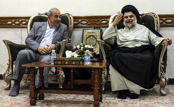Le vice-président irakien, le laïc Iyad Allaoui(à gauche) et le dirigeant chiite et nationaliste Moqtada Al-Sadr, à Njaf, le 7 juillet.