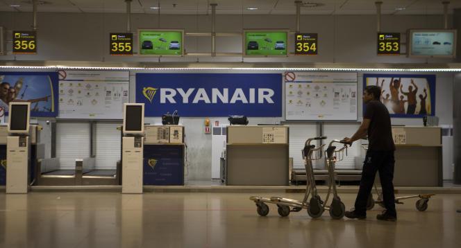 A l'aéroport de Madrid, lors de la grève de pilotes de la compagnie Ryanair, le 10 août.