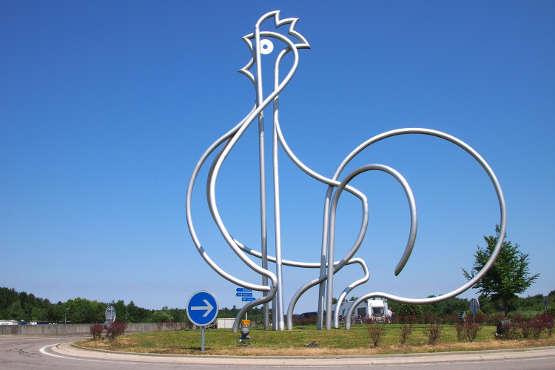 «Le poulet de Bresse» ou «Le plus grand poulet» du monde est une sculpture monumentale en métal représentant un poulet de Bresse, réalisée par Jean Brisé et installée sur l'aire de repos éponyme de l'A39 à Dommartin-lès-Cuiseaux.