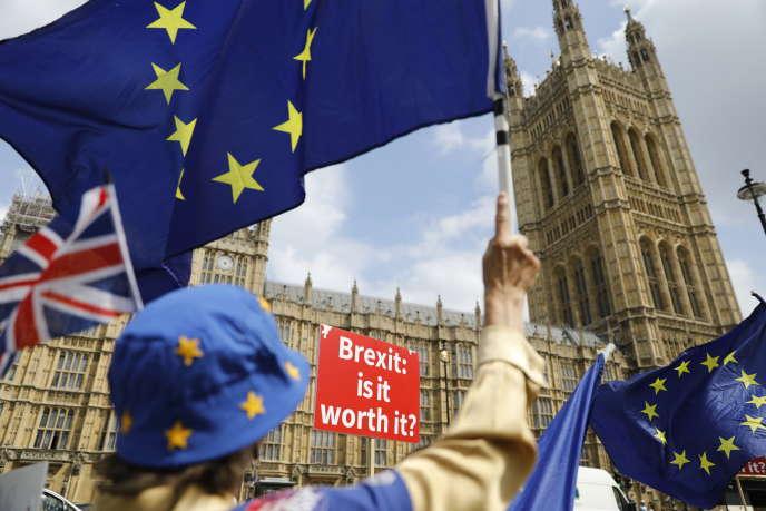 Manifestation anti-Brexit devant la Chambre des communes à Londres, le 4 juillet.