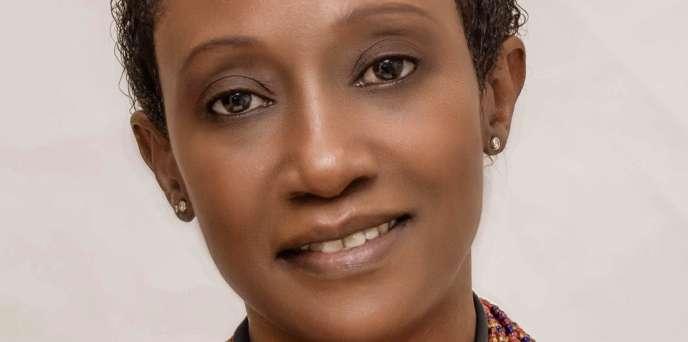 La commissaire d'exposition N'Goné Fall.