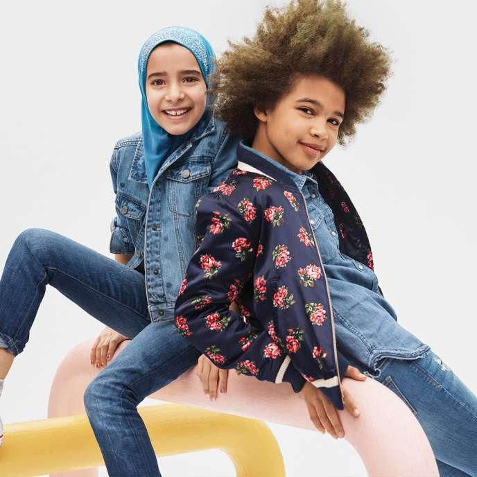L'image de la campagne publicitaire de Gap montrant une enfant voilée qui a suscité la polémique.
