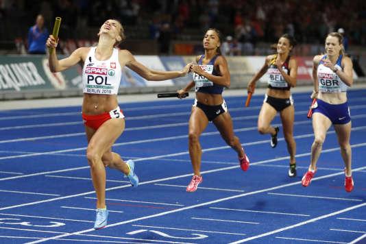 La Française Flora Gueï échoue à la 2e place dans le relais 4x400m derrière la Pologne, le 11 août 2018 à Berlin