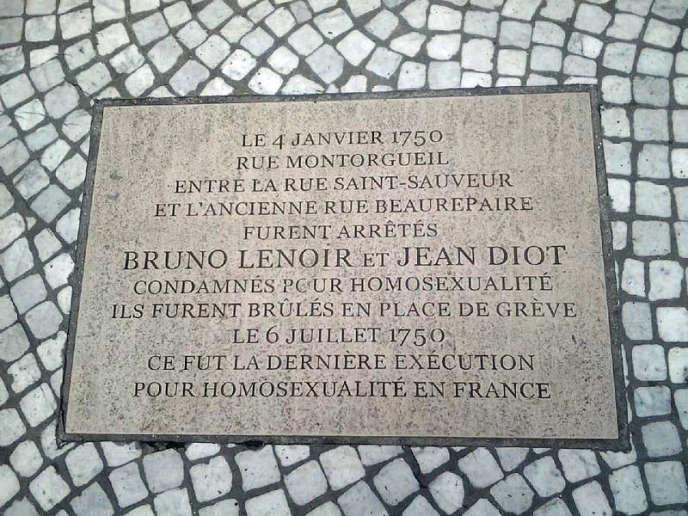 La plaque, en souvenir de l'exécution de Jean Diot et Bruno Lenoir, en 1750, du fait de leur homosexualité, a été inaugurée à Paris en 2014.