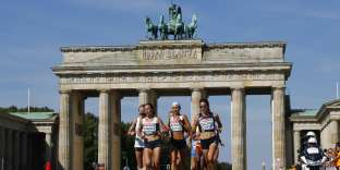 Clémence Calvin, Volha Mazuronak et Nastassia Ivanova lors du marathon des championnats d'Europe à Berlin, le 12 août.