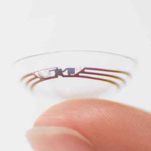 C'est quoi ? Des lentilles de contact connectées capables de collecter des informations biomédicales sur la personne qui les porte, conçues principalement pour mesurer la glycémie des diabétiques.Où en est l'idée ? Aucune date de commercialisation n'est actuellement prévue pour ces lentilles,conçues en partenariat avec Novartis.