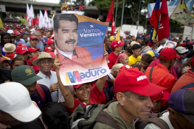 Des partisans de Nicolas Maduro, à Caracas, le 13 août.