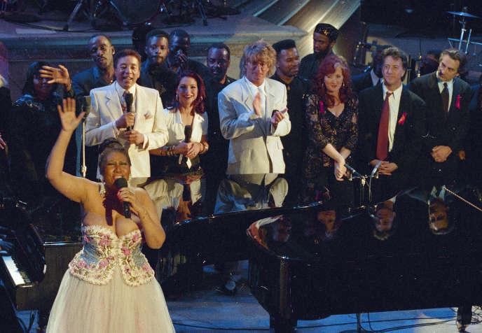 Le 28avril 1993, Aretha Franklin, lors du concert «Aretha Franklin: Duets», à New York, aux côtés de Gloria Estefan, Rod Stewart, Bonnie Raitt ainsi que des acteurs Dustin Hoffman et Robert De Niro.