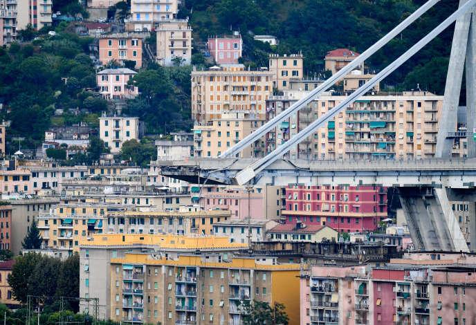 Le pont Morandi, qui s'est effondré mardi à Gênes, constitue un tronçon de l'A10 très parcouru par les vacanciers italiens et étrangers, en particulier avant le week-end de l'Assomption.