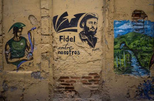 Les fresques en hommage à l'ancien président Fidel Castro ont été rénovées dans les rues de La Havane.