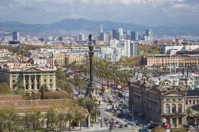 A Barcelone, la colonne Christophe Colomb dans le quartier Diagonal Mar, l'un des plus chers de la ville.