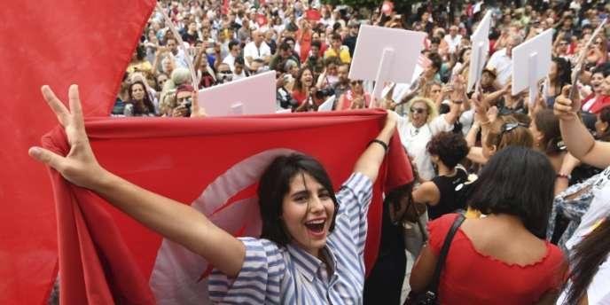 Manifestation en faveur de l'égalité des hommes et des femmes devant l'héritage, à Tunis, le 13août 2018.