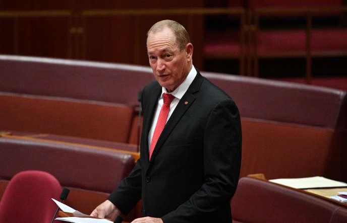 Le sénateur Fraser Anning prononce son premier discours devant la Chambre haute du Parlement australien, le 14août.