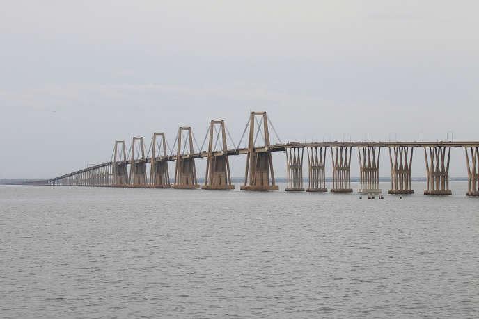 Long de 8 678 mètres, le viaduc Général Rafael Urdaneta est le seul axe qui traverse le vaste lac de Maracaibo au Venezuela.