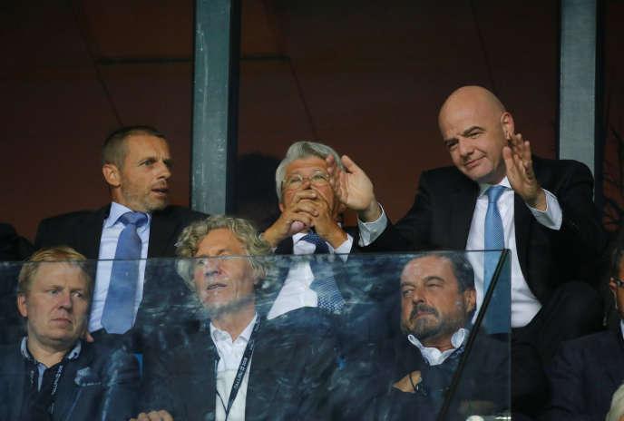 Gianni Infantino (en haut à droite) et Aleksander Ceferin (en haut à gauche) – ici le 15août2018 à Tallinn, en estonie – ont chacun cédé face aux riches clubs européens.