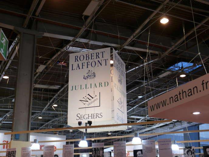 Quelques-unes des maisons d'édition d'Editis au Salon du livre de Paris, en 2012.
