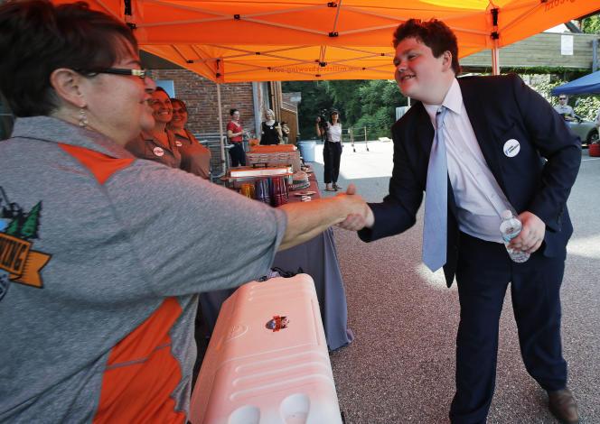 Le candidat du Vermont Ethan Sonneborn, âgé de 14ans, en campagne électorale le 14 août àWinooski.