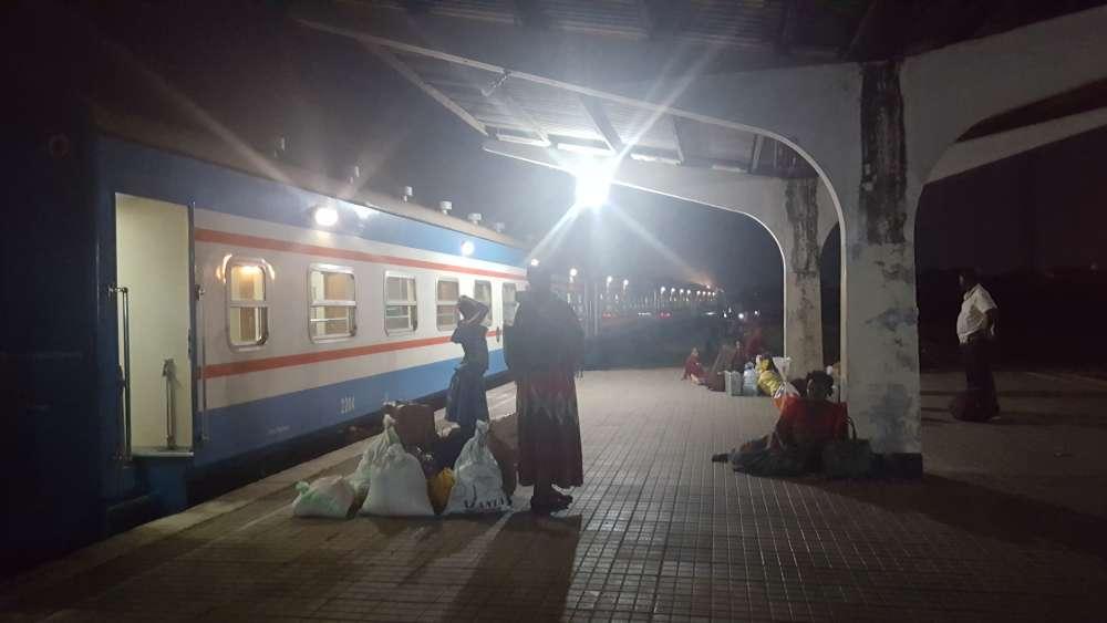 L'arrivée à Dar es-Salaam se fait vers 2 heures du matin, alors que les horaires prévoyaient une arrivée en début d'après-midi.