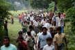 Des Rohingya fuient un village, en octobre 2016.Marzuki Darusman, mandaté par l'ONU, avait estimé, en mars, que Facebook avait « substantiellement contribué au niveau d'animosité, aux dissensions et au conflit » du fait de la diffusion de « discours de haine » contre cette minorité ethnique.