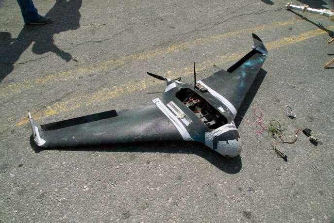 Drone armé abattu par l'armée russeau-dessus de la base aérienne de Hmeimim, en Syrie, le 16 août.