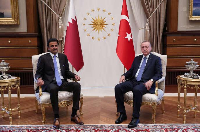 Le président turc Recep Tayyip Erdogan (à droite) et l'émir du Qatar, Tamim Ben Hamad Al-Thani, à Ankara, le 15 août.