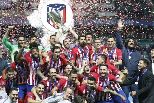 Les joueurs de l'Atlético Madrid célèbrent leur victoire en Supercoupe d'Europe, le 15 août à Tallinn.