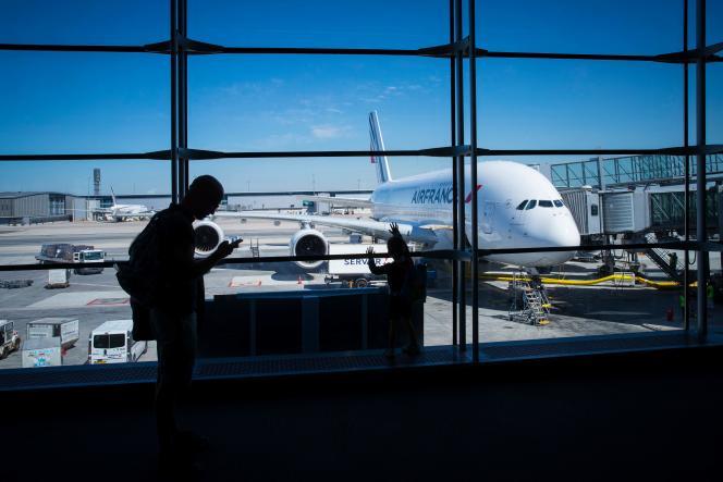 « Il n'est même plus possible aujourd'hui de mettre en œuvre la gratuité des péages pour les transports d'intérêt général comme le SAMU ! Est-ce cela que l'on veut pour Aéroports de Paris ?» (photo: l'aéroport Charles-de-Gaulle en 2018.)