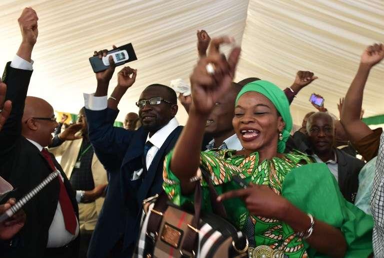 Des partisans d'Ibrahim Boubacar Keïta fêtent la victoire du président malien sortant, à Bamako, le 16août 2018.