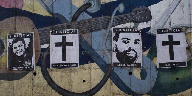 Des affiches montrent les visages de quelques unes des victimes des milices pro-gouvernementales.La vague de contestation et la violence des autorités qui a suivi ont provoqué entre 300 et 450 morts, dont la moitié pour la seule capitale.