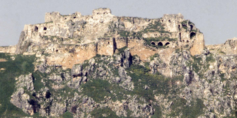 Le château de Beaufort, forteresse occupée par les croisés pendant le XIIe siècle en août 1980 au Liban. (Photo by Alain MINGAM/Gamma-Rapho via Getty Images)