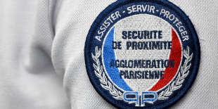 Insigne sur un uniforme de la Direction de la sécurité de proximité de l'agglomération parisienne.