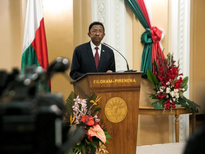 Le président malgache, Hery Rajaonarimampianina, annonce la nomination d'un nouveau gouvernement conduit par Christian Ntsay, le 11 juin 2018 à Antananarivo.