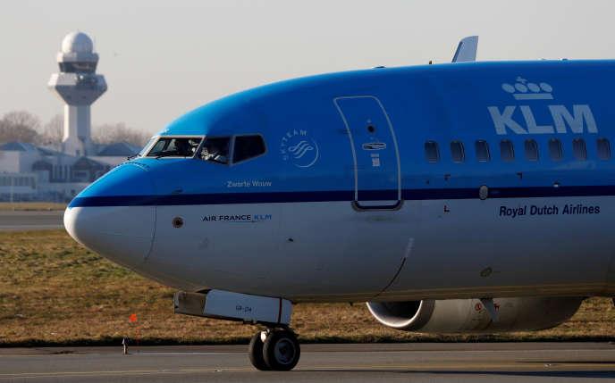 Un Boeing de KLM à l'aéroport Chopin de Varsovie, le 8 janvier : les pilotes de la compagnie néerlandaise menacent de faire grève en septembre.
