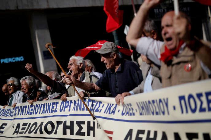 Manifestation, à Athènes, de retraités grecs contre un plan de réduction de leurs pensions, le 3 octobre 2017.