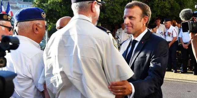 A Bormes-les-Mimosas, Emmanuel Macron reste à distance de l'actualité nationale
