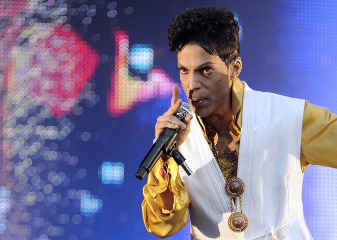 Le chanteur américain Prince, en 2011.