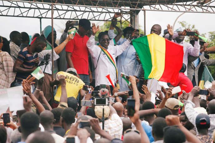 Soumaïla Cissé (au centre) a rassemblé ses partisans pour contester la réélection du président sortant, à Bamako, le 18 août.