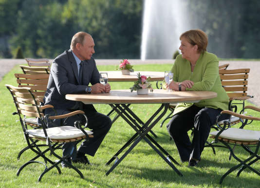 Vladimir Poutine et Angela Merkel, le 18 août à Gransee.
