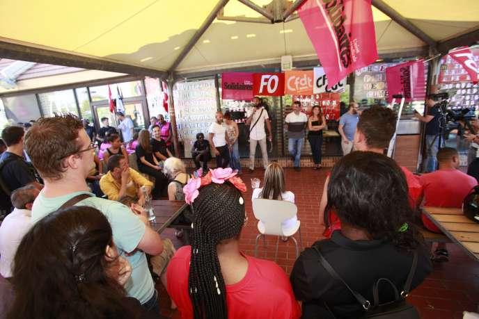 Rassemblement syndical unitaire au McDonald's de Sainte-Marthe pour dénoncer sa fermeture, à Marseille, le 27 juillet.