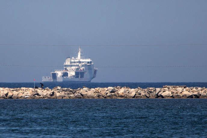 Le navire des garde-côtes italiens, le Diciotti, au large des côtes italiennes de Trapani, le 12 juillet.