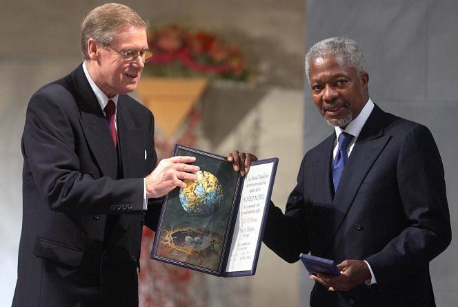 Remise du prix Nobel de la paix à Kofi Annan, à Oslo, le 10 décembre 2001.