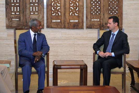 Rencontre entre le président syrien Bachar Al-Assad et Kofi Annan dans sa fonction de médiateur de l'ONU et de la Ligue arabe en Syrie, à Damas, le 9 juillet 2012.