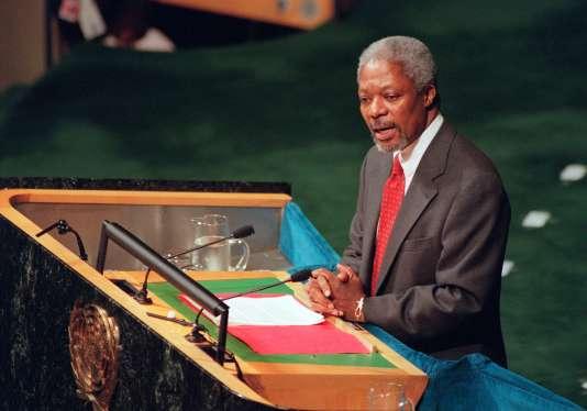 Kofi Annan à la tribune de l'Assemblée générale desNations unies, à New York, en décembre 1996.