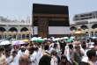 Des pèlerins autour de la Kaaba, à La Mecque, le 19 août 2018.