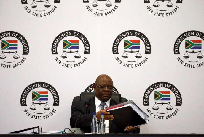 Le juge Raymond Zondo, lundi 20 août à Johannesburg, lors de la séance d'ouverture de la commission spéciale enquêtant sur les accusations de corruption contre l'ancien président Jacob Zuma.