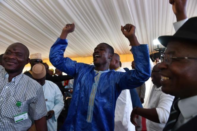 Des partisans d'Ibrahim Boubacar Keïta célèbrent sa victoire à l'élection présidentielle malienne, à Bamako, le 16août 2018.
