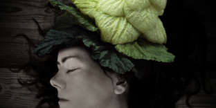 Les couleurs végétales durent plus longtemps que les teintures chimiques et ne dégorgent pas à chaque shampooing.