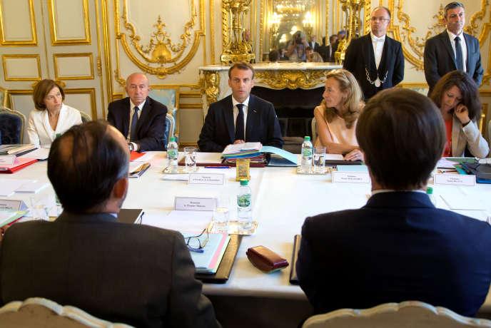 Emmanuel Macron, Gérard Collomb (à g.) et Nicole Belloubet (à d.), lors du dernier conseil des ministres avant la pause estivale, le 3 août, à l'Elysée.