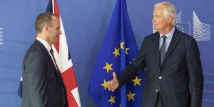 Michel Barnier, le négociateur en chef de l'Union européenne (à droite) et Dominic Raab, celui du gouvernement britannique, lors de leur conférence de presse conjointe, le 21 août à Bruxelles.